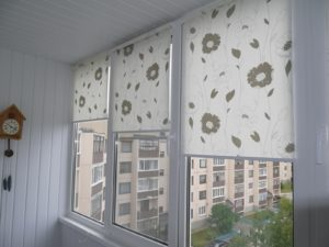 Установка рулонных штор на пластиковые окна в Ижевске